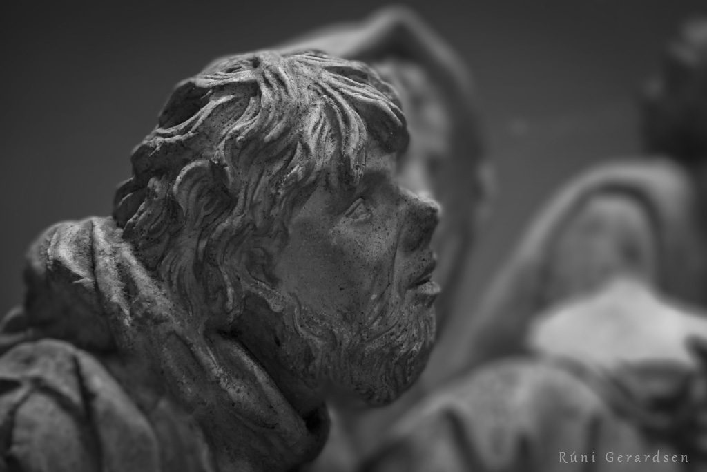 Close-up on the head of a sheperd of a sculpture of the Nativity of Jesus.